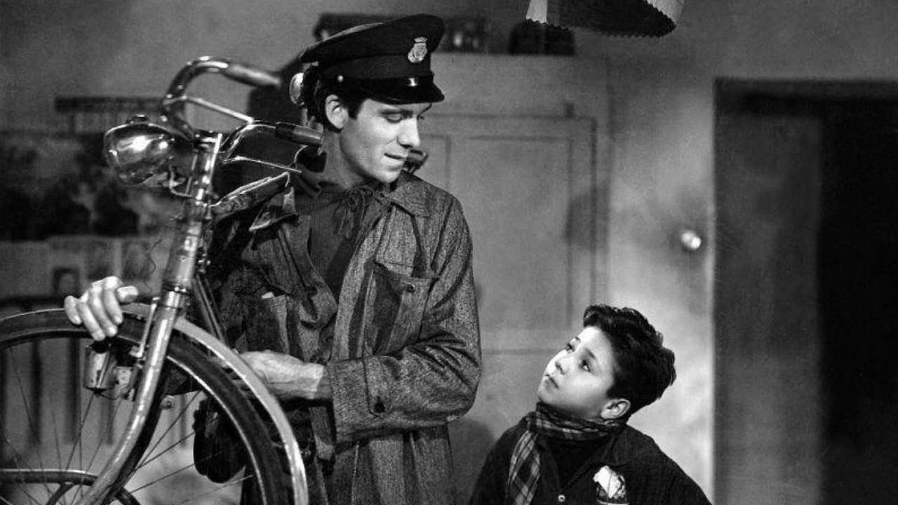 A still from the 1948 film Bicycle Thieves