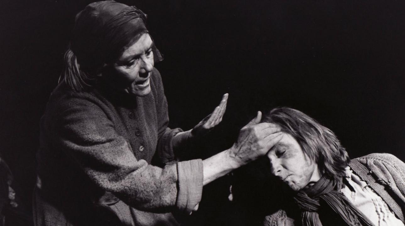 Diana Rigg and Lesley Sharp in David Hare's version of Bertolt Brecht's Mother Courage and her Children (1995) Photo by Ivan Kyncl