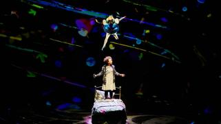 Lois Chimimba as Aly and Carly Bawden as Alice in wonder.land